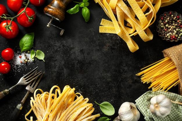 Włoskie jedzenie ze składnikami