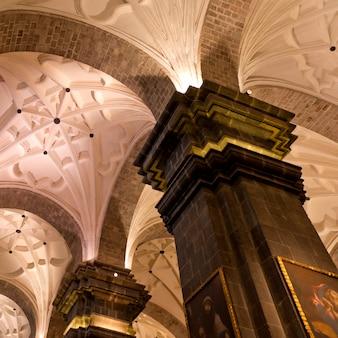 Wnętrza la catedral, plaza de armas, cuzco, peru