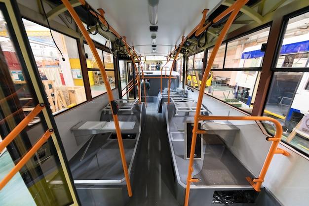 Wnętrze autobusu, produkcja tramwajów