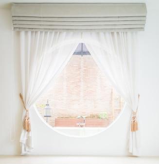 Wnętrze dekoracji okna kurtyny