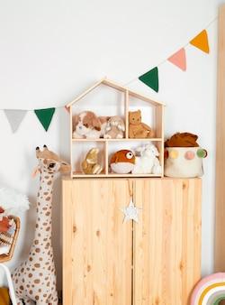 Wnętrze dekoracji pokoju dziecięcego z zabawkami