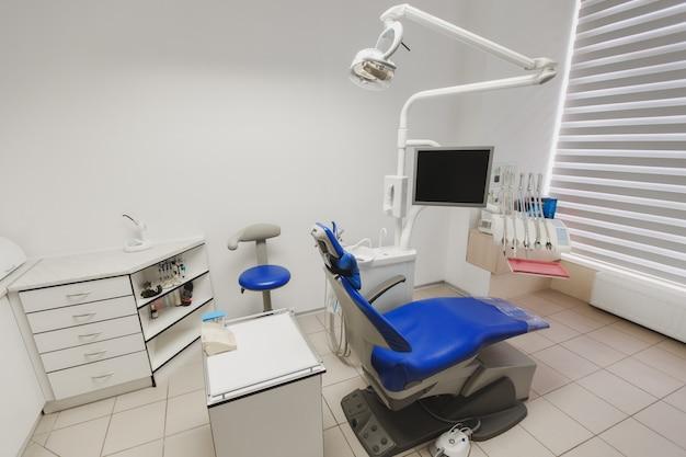 Wnętrze gabinetu dentystycznego i wyposażenie specjalne