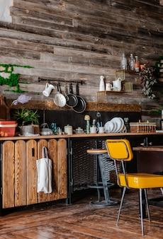 Wnętrze i design nowoczesnej kuchni domowej w stylu rustykalnym.