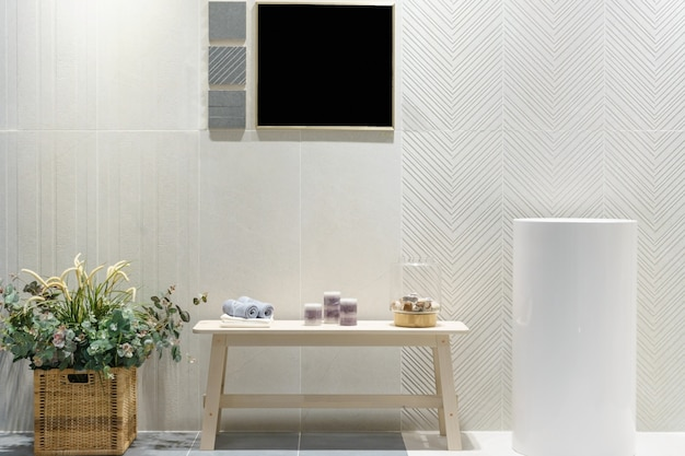 Wnętrze łazienki z umywalką bateria umywalkowa i lustro. nowoczesny design łazienki