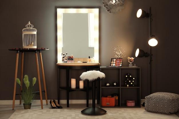 Wnętrze nowoczesnego pokoju do makijażu
