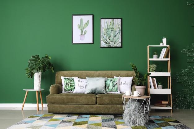 Wnętrze nowoczesnego pokoju z zieloną ścianą