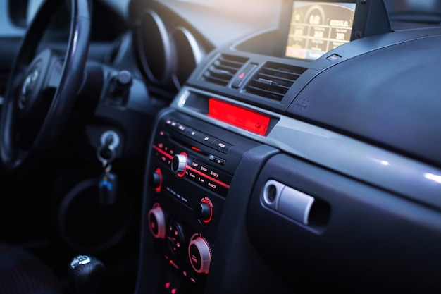 Wnętrze nowoczesnego samochodu sportowego
