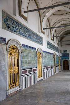 Wnętrze pałacu topkapi w stambule, turcja