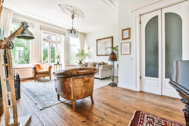 Wnętrze pięknego salonu elitarnego domu