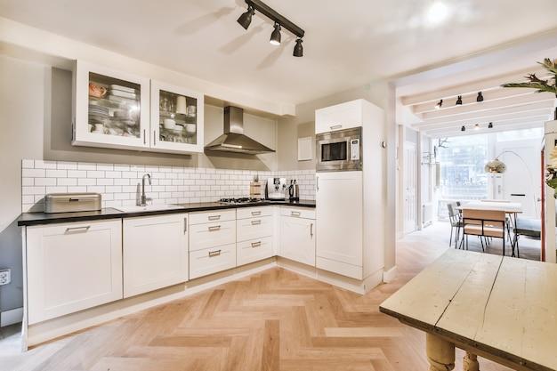 Wnętrze pięknej kuchni elitarnego domu