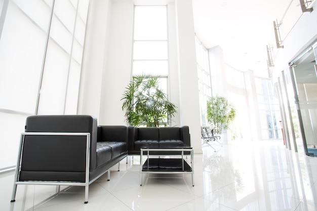 Wnętrze przestrzeni w nowoczesnym biurze, szeroki kąt