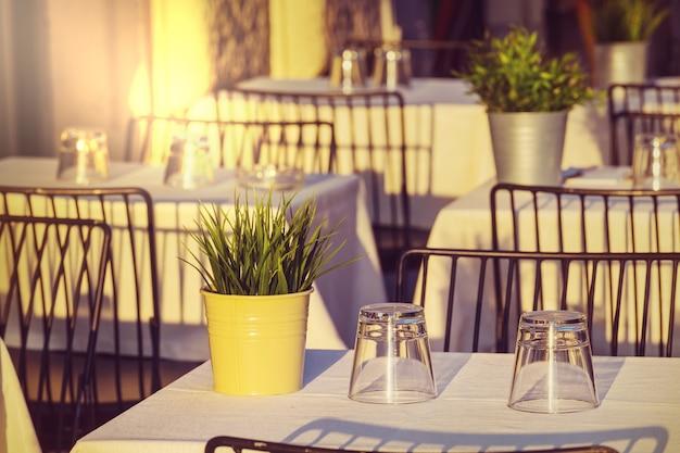 Wnętrze restauracji w rzymie, italia