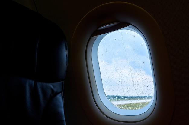 Wnętrze samolotu pasażerskiego przed startem