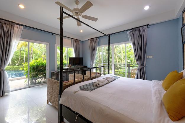 Wnętrze sypialnia w hotelu przy phuket tajlandia