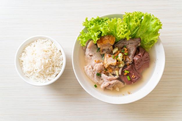 Wnętrzności wieprzowe i zupa z galaretki z ryżem