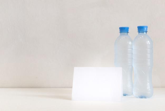 Wo butelki na stole
