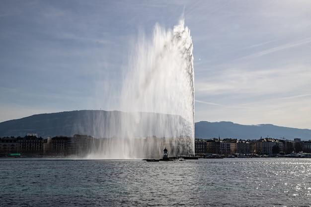 Woda z jeziora genewskiego w szwajcarii