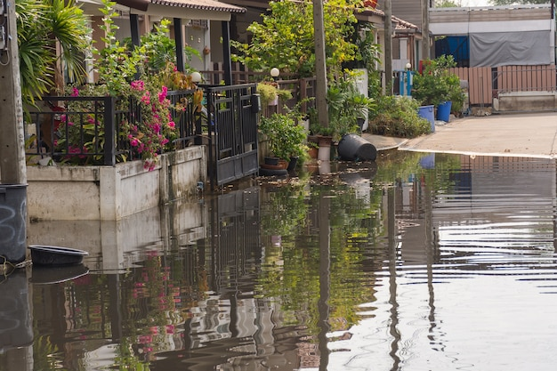 Wodny powódź wioska w don mueang okręgu