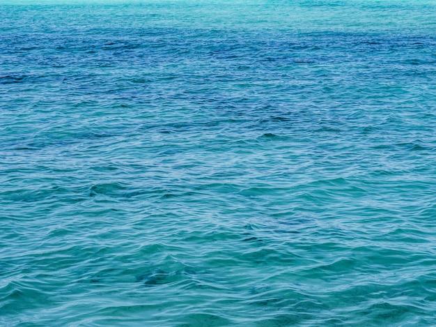 Wodny tekstury błękita tło. pejzaż morski.