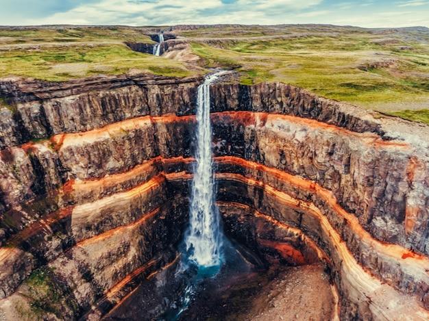 Wodospad aldeyjarfoss w północnej islandii.