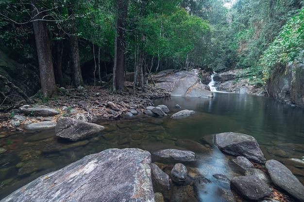 Wodospad khao chamao, park narodowy