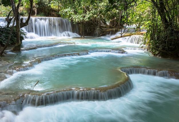Wodospad kuang si w luang prabang