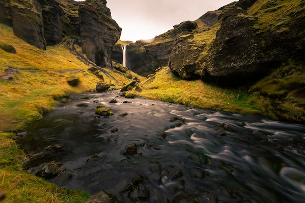 Wodospad kvernufoss w południowej islandii.