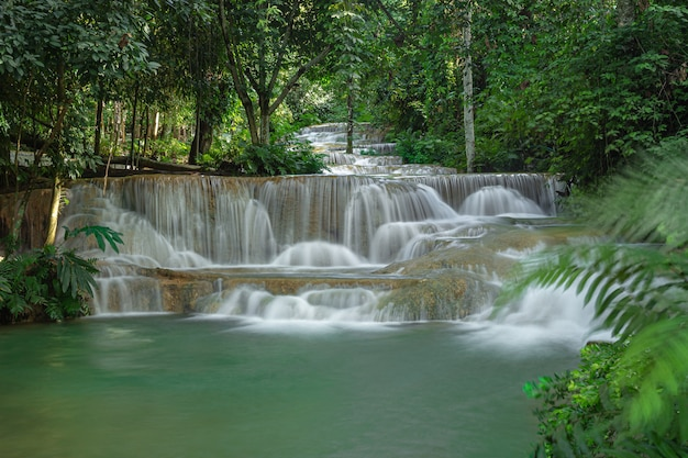 Wodospad mae kae to wodospad, który znajduje się w obszarze parku narodowego ngao, w prowincji lampang, tajlandia