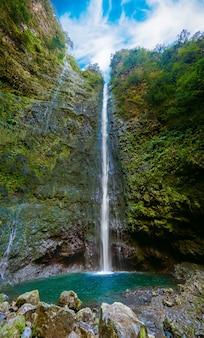 Wodospad na końcu levady caldeirao verde