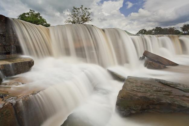Wodospad na północy tajlandii