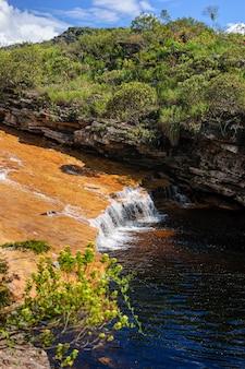 Wodospad na rzece mucugezinho stan bahia lencois brazylia