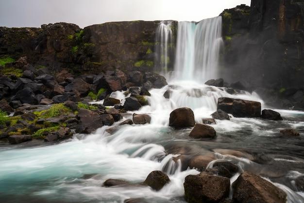 Wodospad oxararfoss w thingvellir, islandia