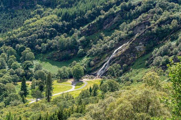 Wodospad powerscourt, dolina glensoulan.