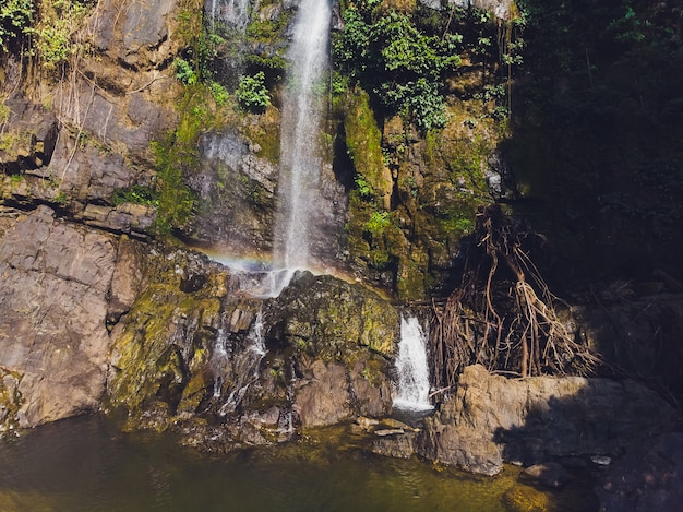 Wodospad tam nang, park narodowy sri phang-nga, dystrykt takuapa, phang-nga, tajlandia.