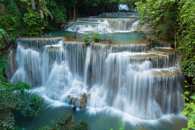 Wodospad w głębokiej dżungli