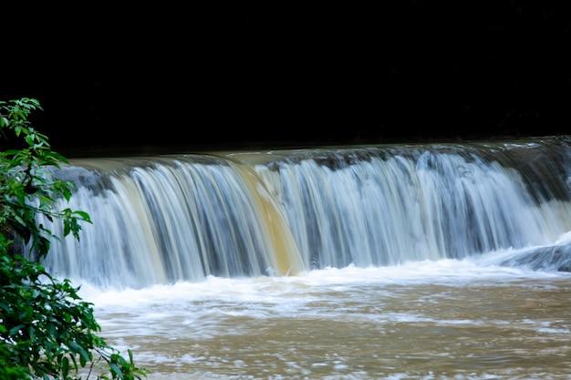 Wodospad w tajlandzkiej przyrodzie