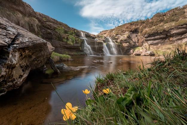 Wodospady guarguero w pobliżu szczytu estacas de trueba.