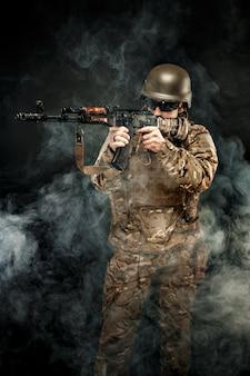 Wojskowego celowanie w dymu