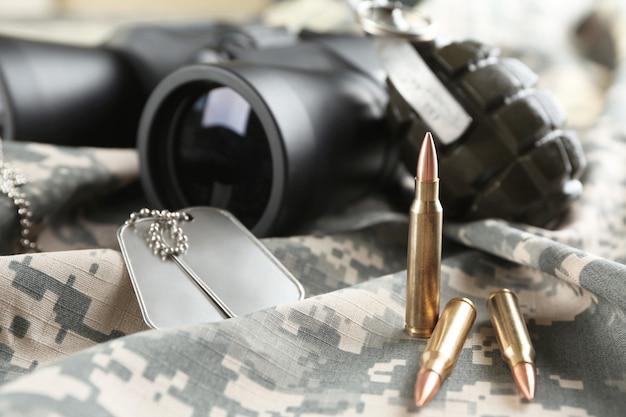 Wojskowy zestaw na odzieży kamuflażowej