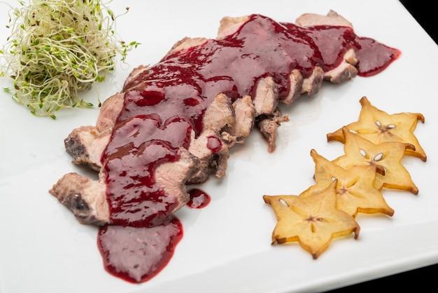 Wołowina w sosie wiśniowym