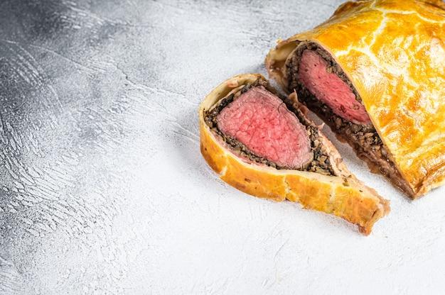 Wołowina wellington puff puff klasyczny stek z mięsem z polędwicy.