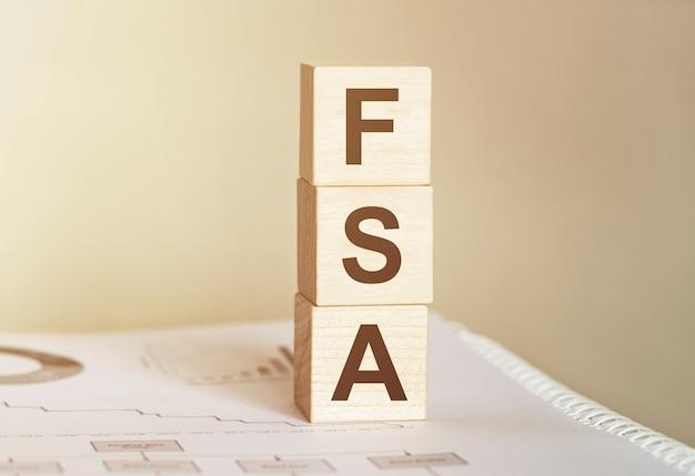 Word flexible spending account fsa wykonane z drewnianych klocków