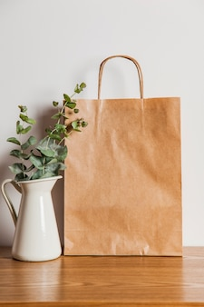 Worek papierowy i roślina