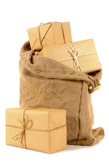 Worek poczty z zapakowanymi paczkami