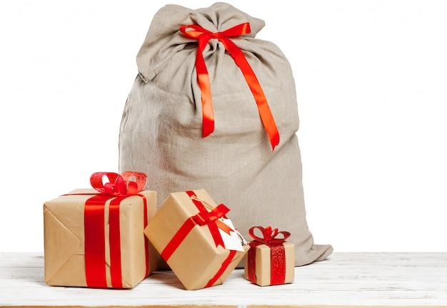 Worek świąteczny pełen prezentów