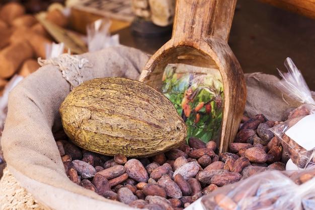 Worek ziaren kakaowych