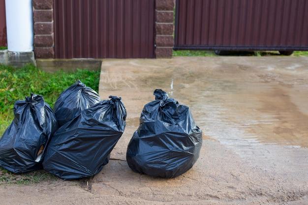 Worki na śmieci w sektorze prywatnym. koncepcja selektywnej zbiórki i wywozu odpadów do recyklingu