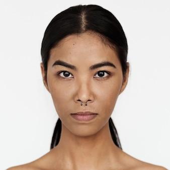Worldface-tajka kobieta na białym tle