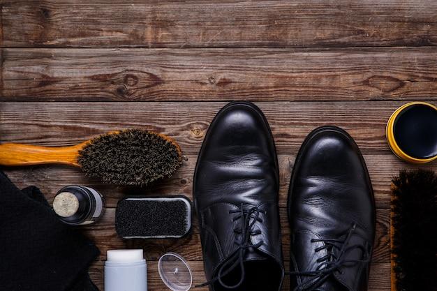 Wosk do butów, pędzel i but