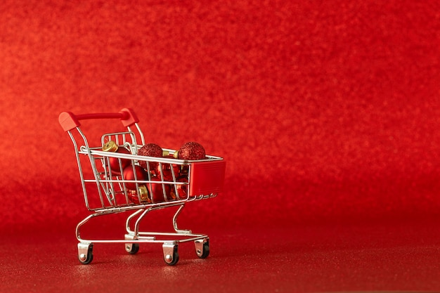 Wózek na zakupy online z upominkami wyprzedaż świąteczna